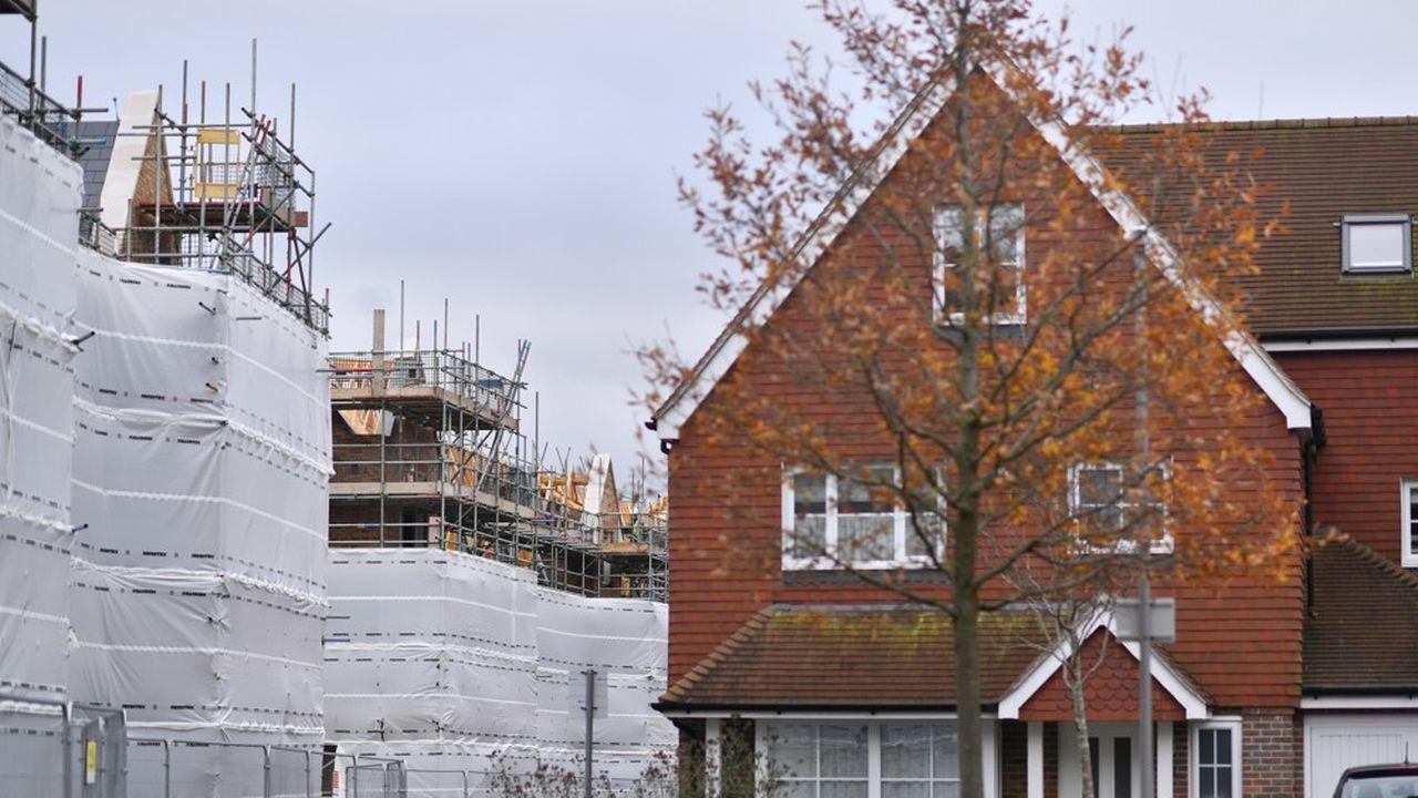 Depuis au moins vingt ans le Royaume-Uni se débat dans une crise immobilière. Les gouvernements successifs ont fixé des objectifs ambitieux de développement sans parvenir à les atteindre.