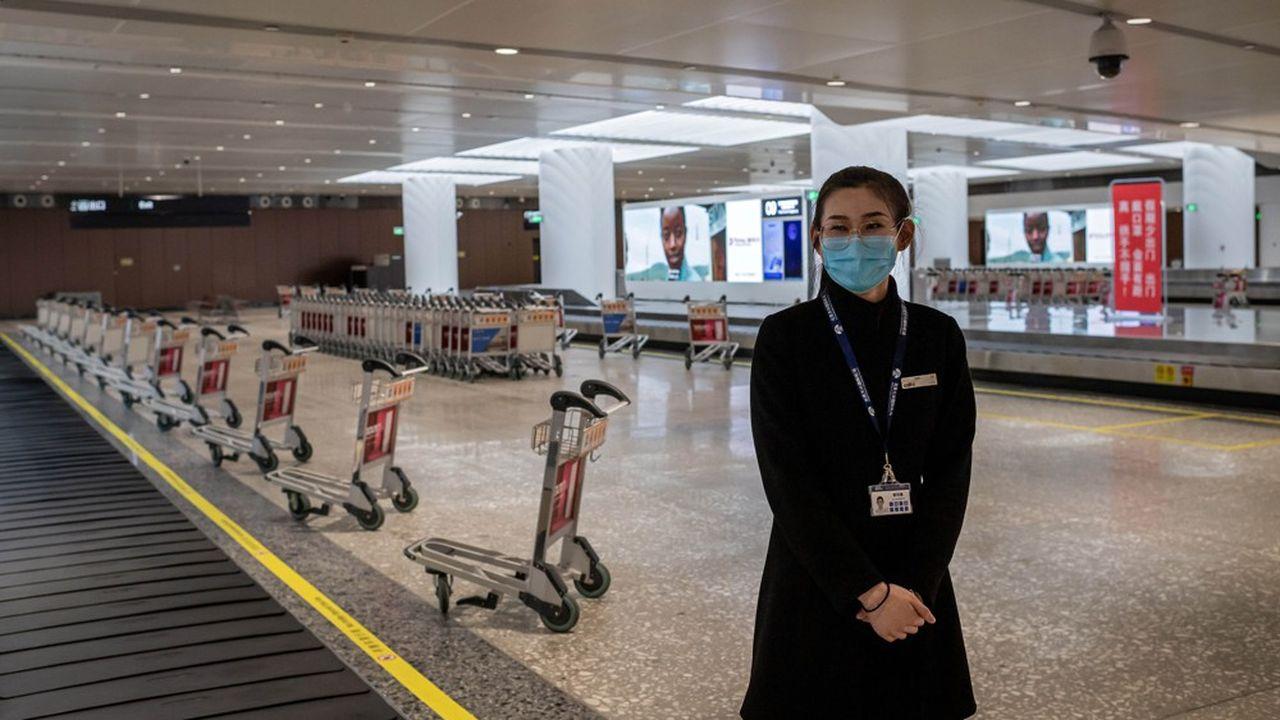 Paralysée (ici l'aéroport de Pékin désert), la Chine ne consommerait que 12,1millions de barils de pétrole par jour ce trimestre, presque un million de moins qu'au premier trimestre de l'an dernier.