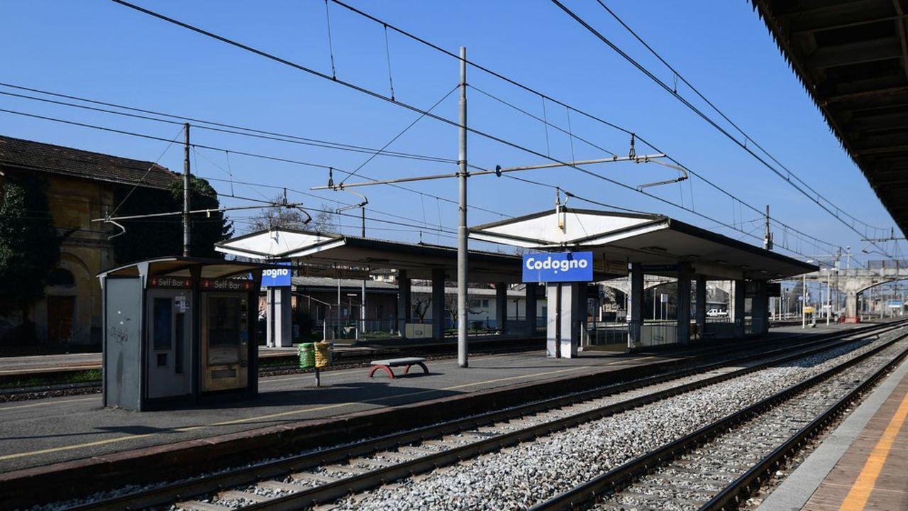 Les trains ne s'arrêtent plus en gare de Codogno, en Lombardie, où les autorités ont demandé aux habitants de rester chez eux.
