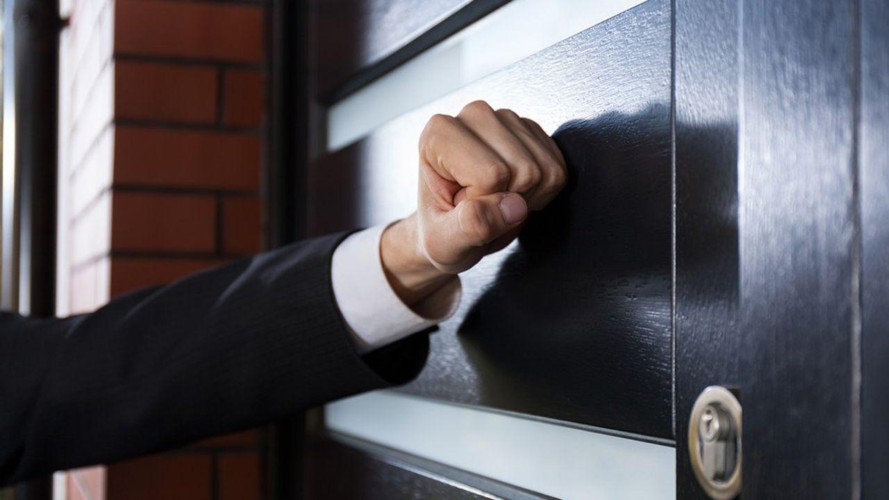 Le médiateur de l'énergie recommande d'interdire aux démarcheurs de recueillir directement la signature des particuliers sur le lieu du démarchage.