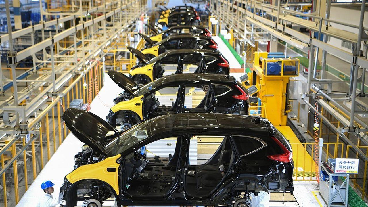 Les fermetures d'usines se sont déjà traduites en janvier par une baisse de 27 % de la production automobile en Chine.