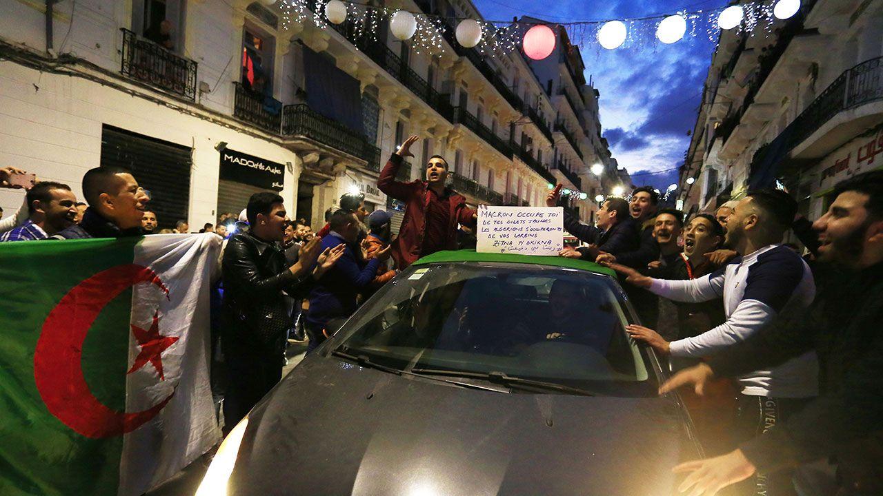 14487_1552403447_jeunes-algeriejpg.jpg