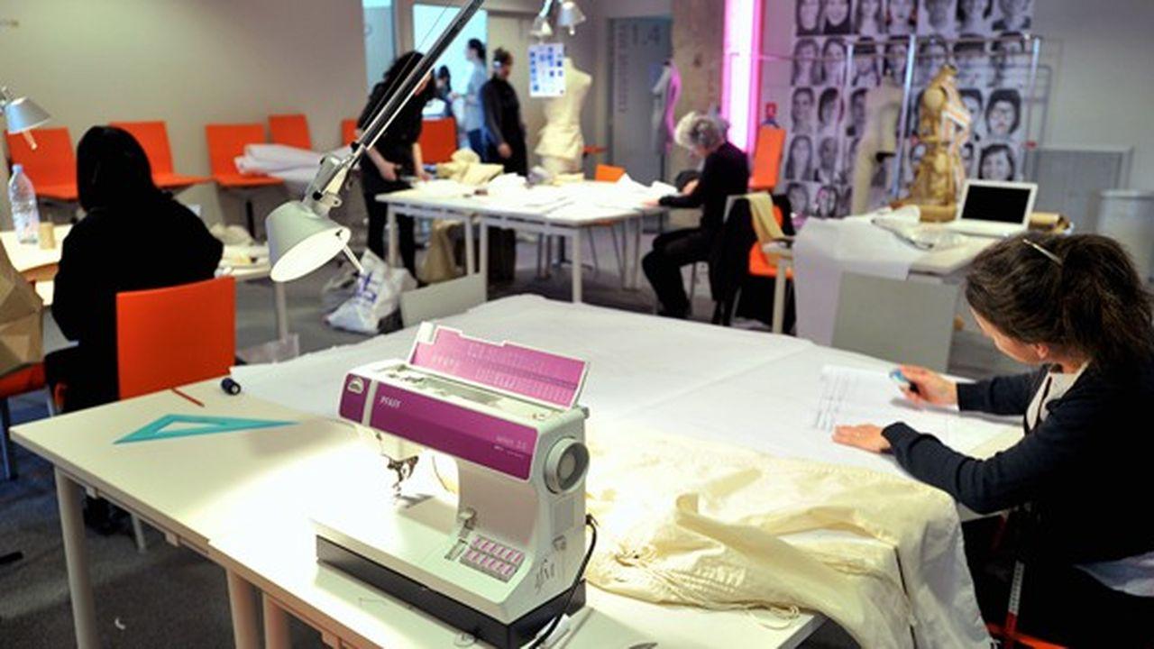 Paris, capitale de la mode, veut une école capable de rivaliser avec ses concurrentes en Europe.