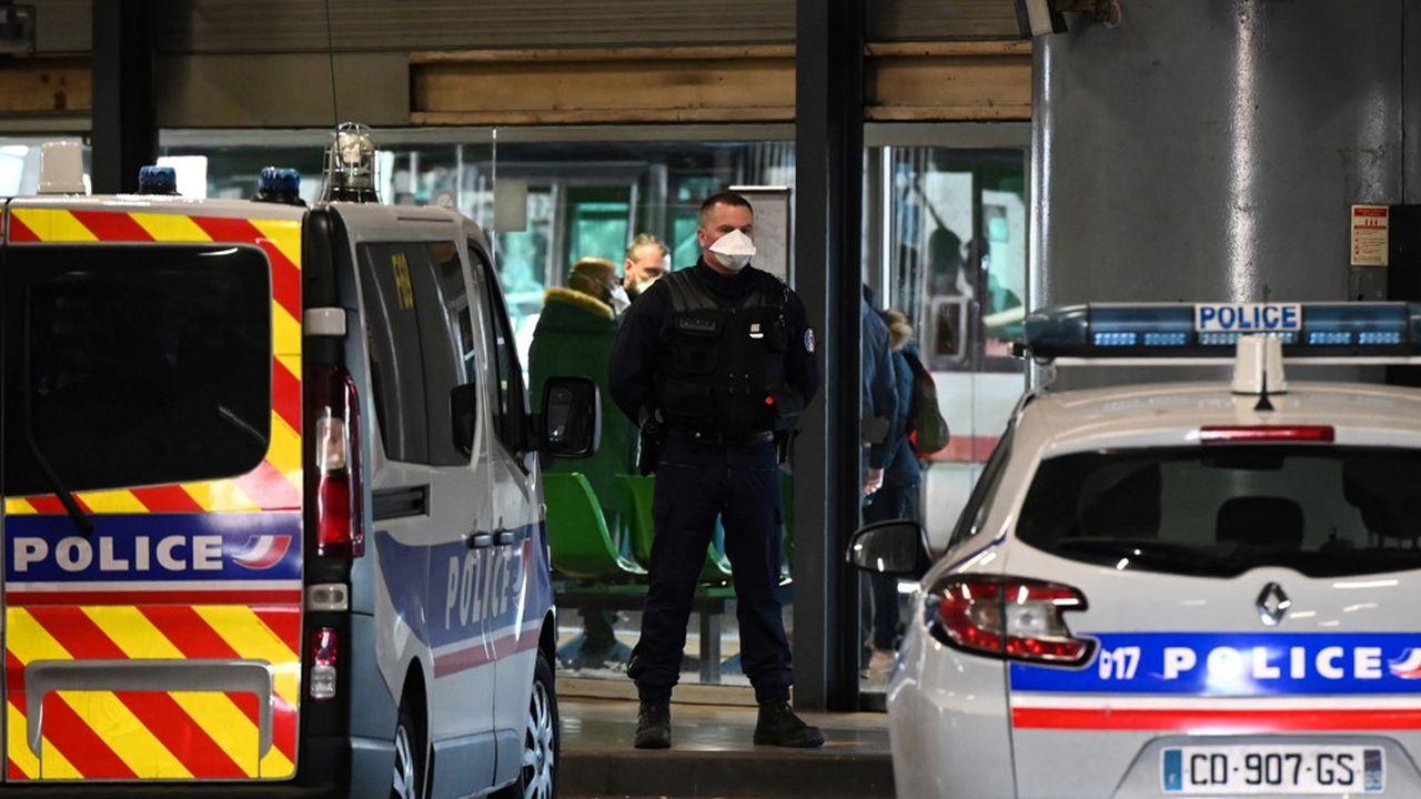 Au total, 17 cas de personnes contaminées par ce virus ont été recensés en France depuis le début de l'épidémie, dont onze sont sortis de l'hôpital