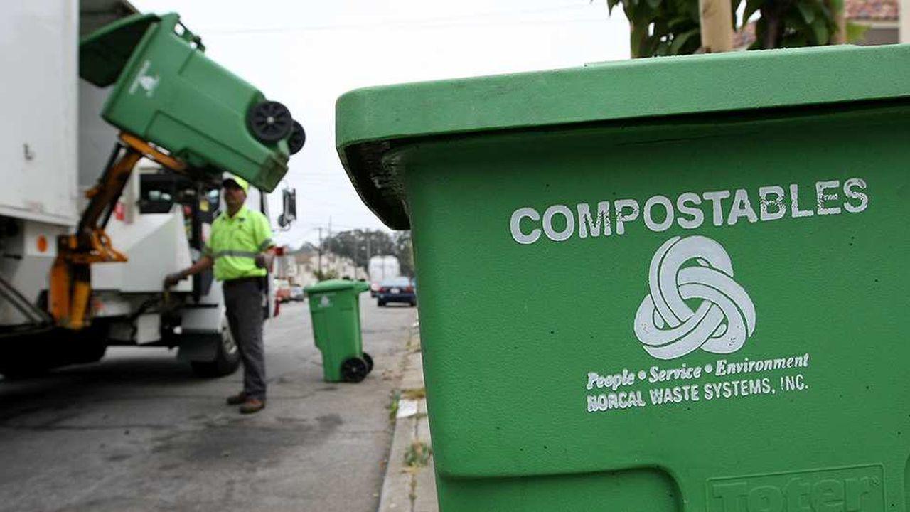 La revente des produits recyclés et de compost aux agriculteurs permet à la municipalité de financer sa politique de gestion des déchets.