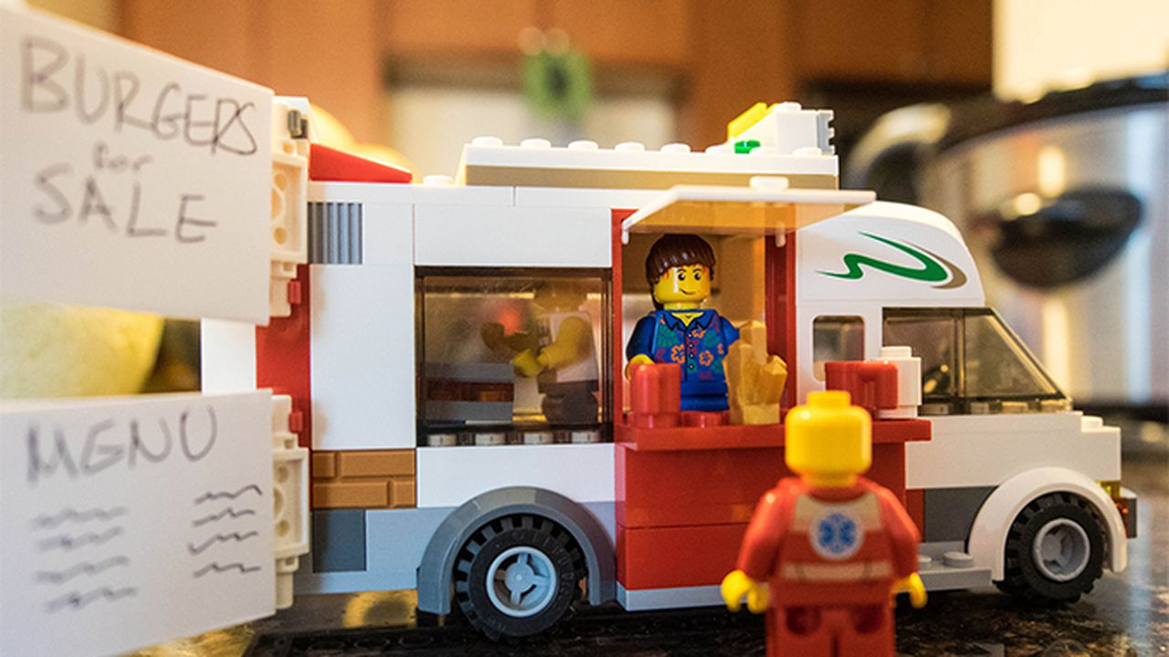 892_1441189851_foodtruck-lego-chris-yates.jpg