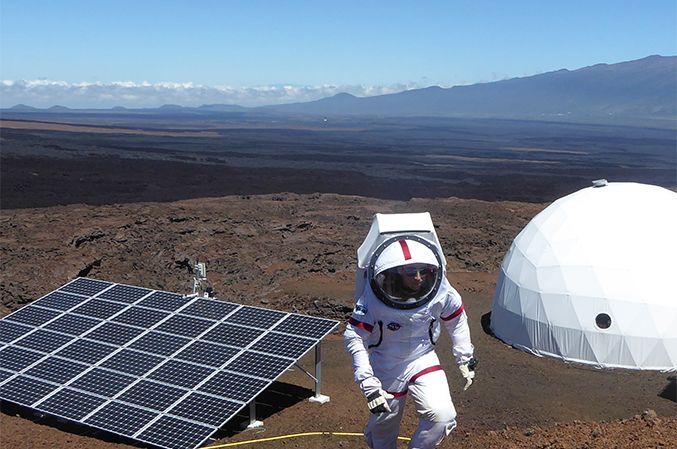 On se croirait sur Mars... Cyprien est en fait à Hawaï, où il a été recruté par la NASA pour une mission (très) spéciale...