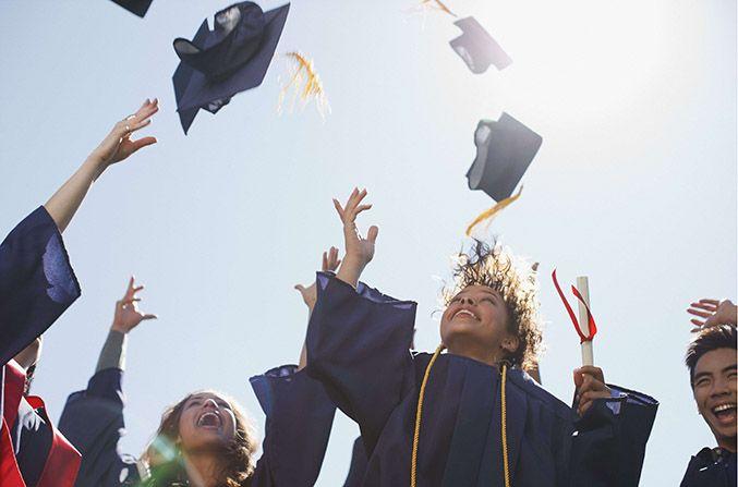 Les jeunes diplômés sont surtout recrutés dans le secteur du commerce et de la vente.