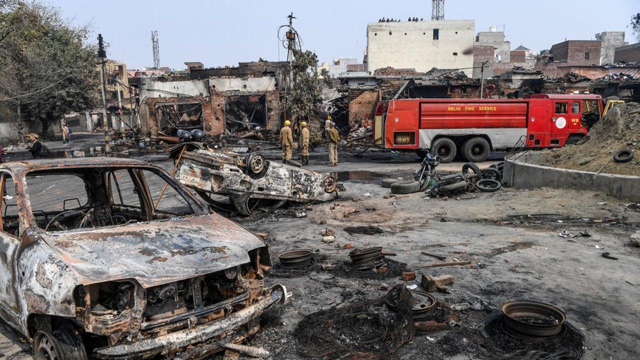 A New Delhi, les rues portent les stigmates de la violence glaçante qui frappe depuis dimanche le nord-est de la capitale indienne.
