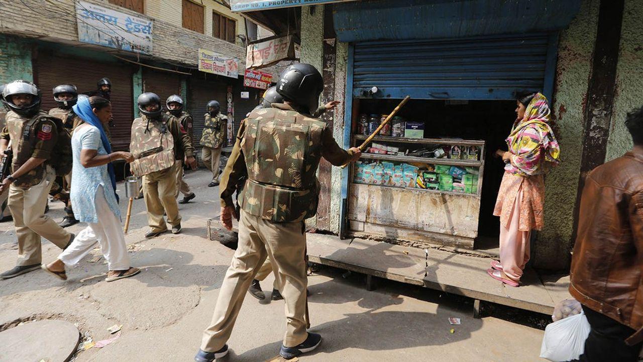 L'attitude de la police de Delhi a été mise en cause dans les émeutes qui opposent depuis dimanche des ultra-nationalistes hindous et des manifestants musulmans qui dénoncent une nouvelle loi sur la citoyenneté indienne jugée «discriminatoire» à l'égard des musulmans par l'ONU.