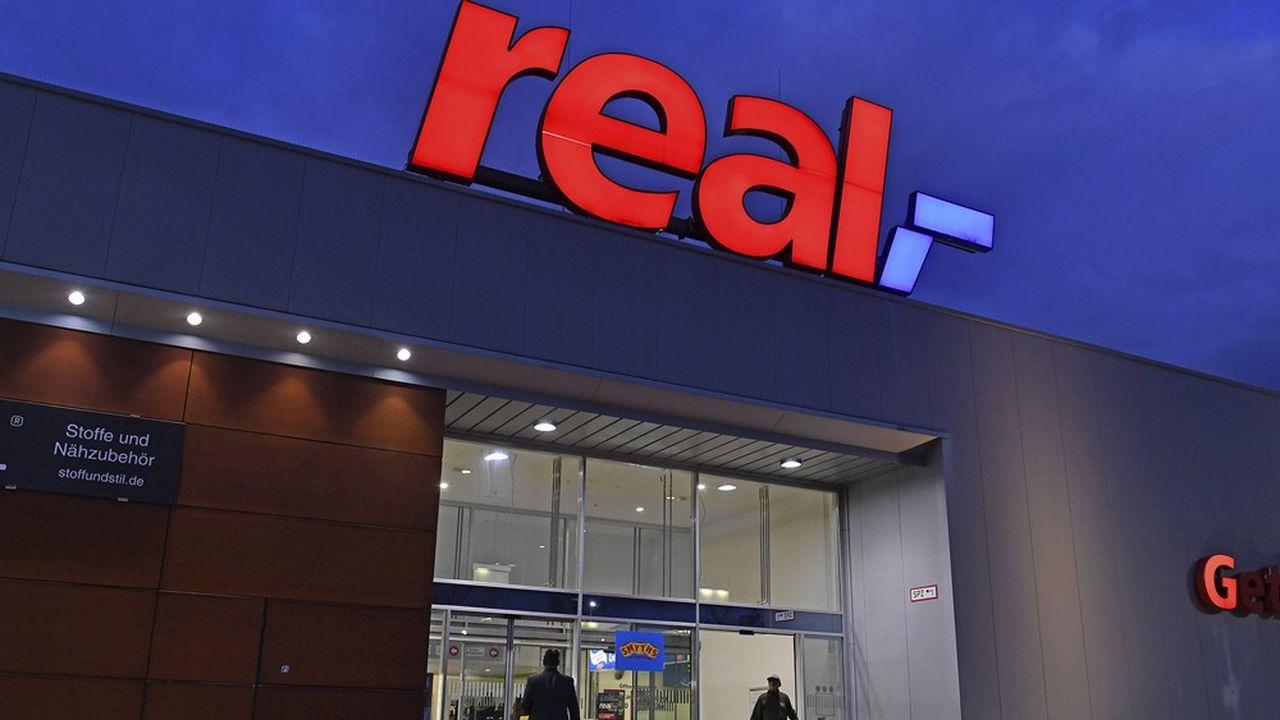 Une trentaine de magasins Real sur 276 seront fermés, a annoncé le groupe SCP après le rachat de la chaîne à Metro.