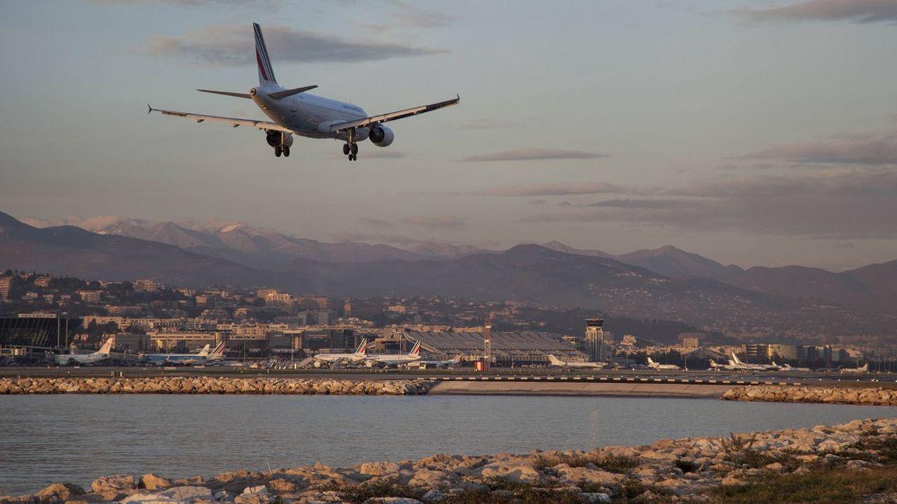 Le projet d'extension de l'aéroport de Nice doit faire face aux attaques des associations environnementales. Il n'est pas le seul. Une dizaine de sites en France sont dans la même situation.