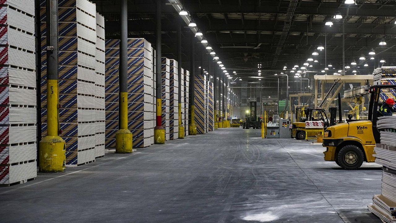 Saint-Gobain a finalisé début février sa plus grosse acquisition depuis dix ans: celle, pour 1,4milliard de dollars, du fabricant américain de plaques de plâtre Continental Building Products, qui le propulse au deuxième rang du secteur aux Etats-Unis.