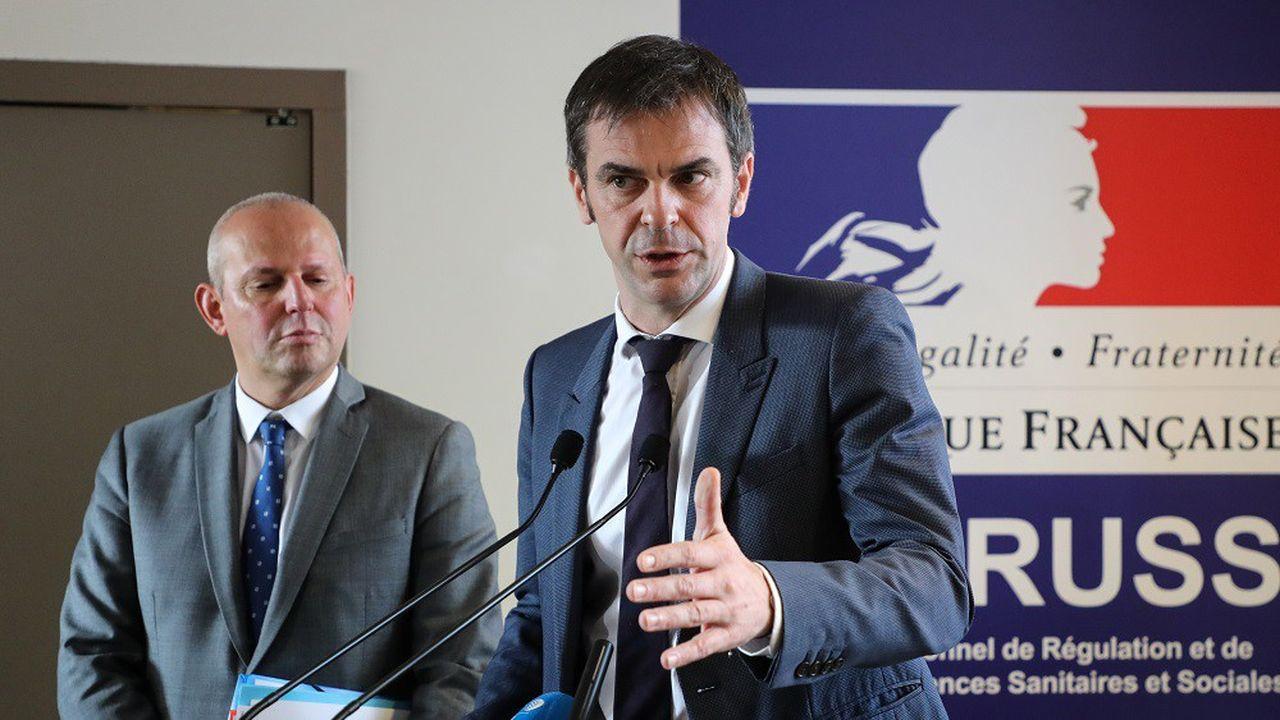 Le ministre de la Santé Olivier Véran (à droite) et le directeur général de la Santé Jérôme Salomon (à gauche) ont tenu une conférence de presse jeudi soir à 20heures.