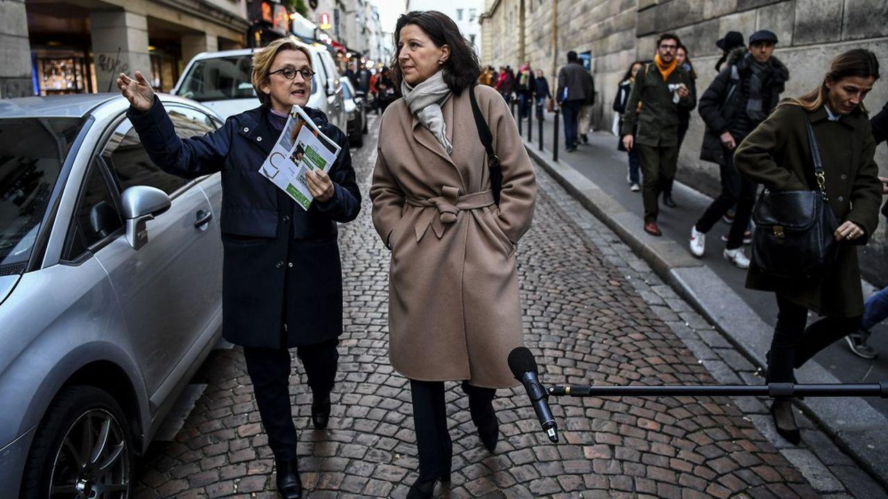 Investie à un mois du premier tour en remplacement de Benjamin Griveaux pour porter les couleurs de LREM pour la mairie de Paris, Agnès Buzyn arpente les rues de la capitale pour tenter d'effacer son déficit de notoriété