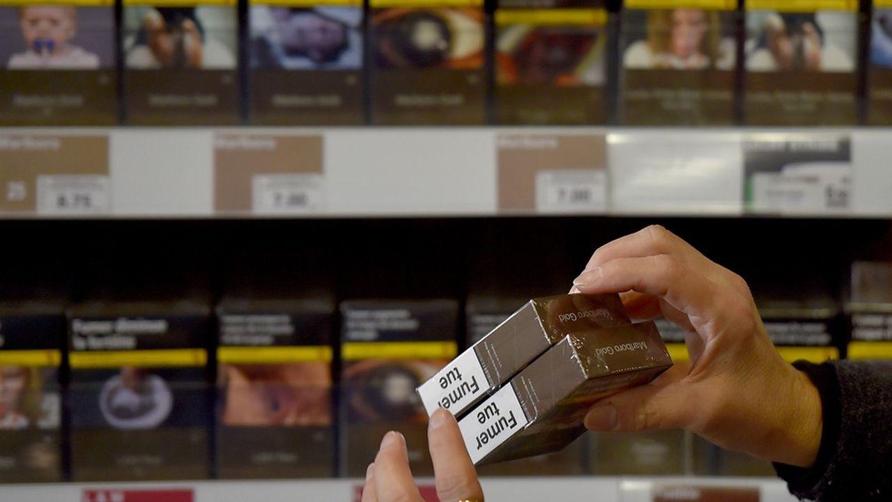 Certaines marques de cigarettes ont choisi d'appliquer une hausse de prix supérieure aux 50 centimes attendus en mars.