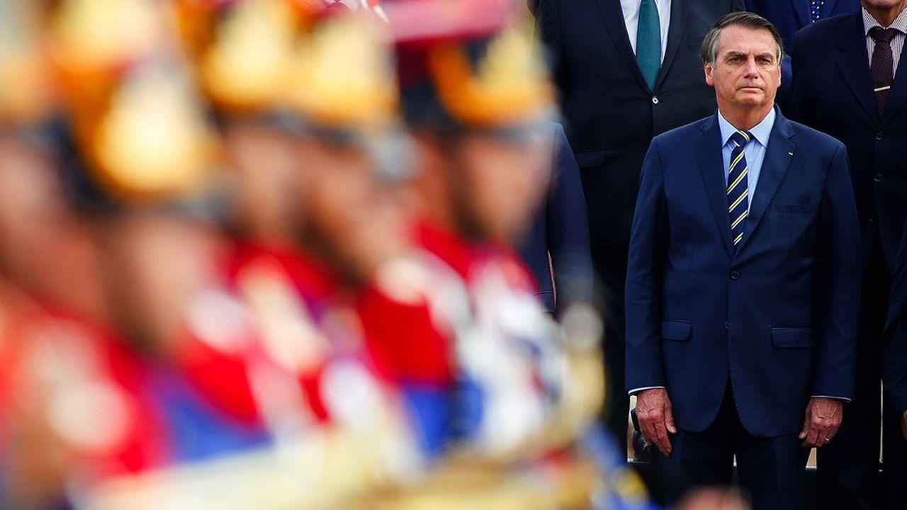 Le principal quotidien brésilien, Folha suggère de lancer une procédure de destitution contre le président Jair Bolsonaro.