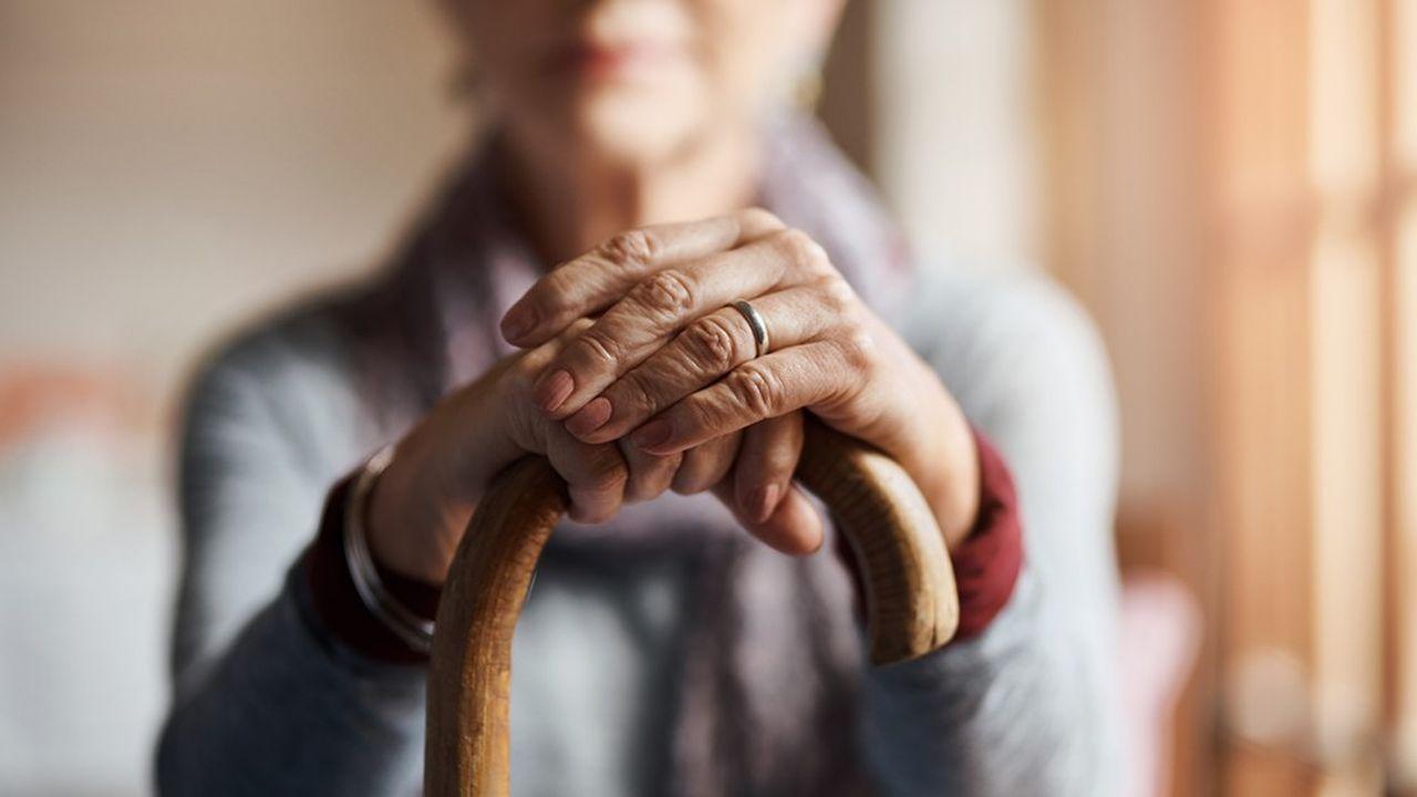 Les nonagénaires souffrent en moyenne de 5 à 8pathologies liées au vieillissement.
