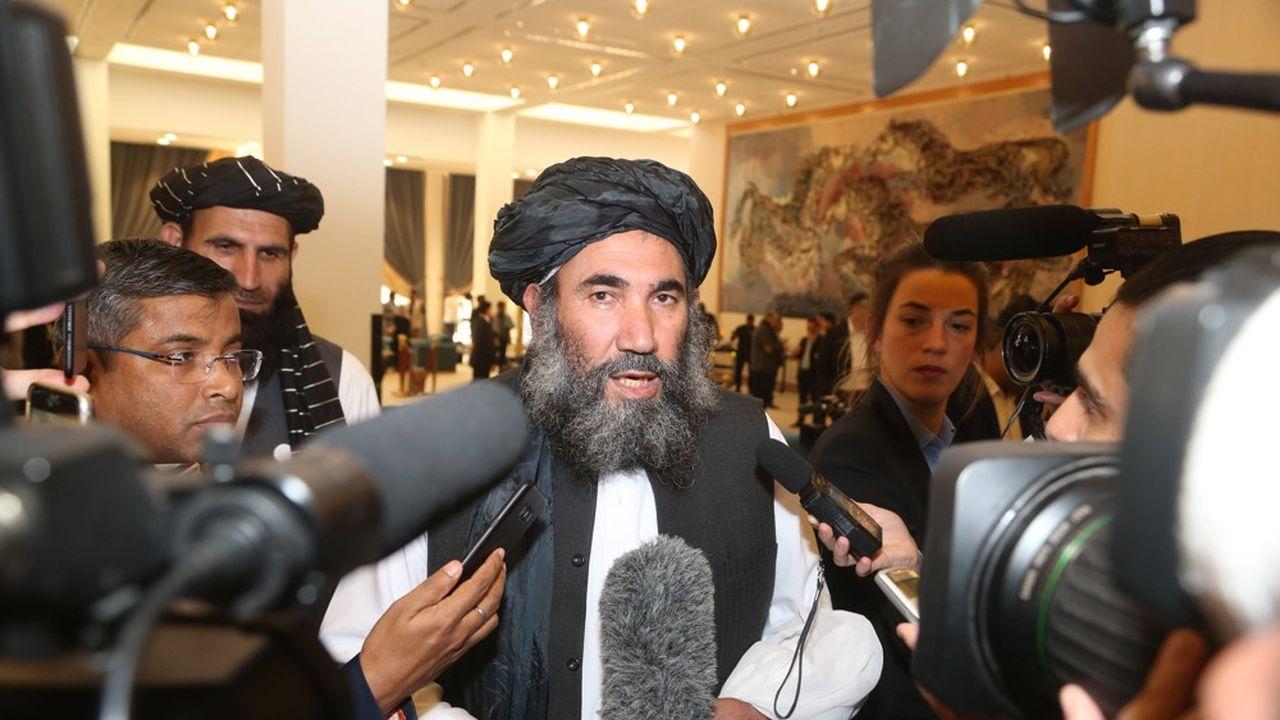 Mullah Abdul Salam Zaeef, leader des talibans, à Doha au Qatar pour la signature de l'accord.
