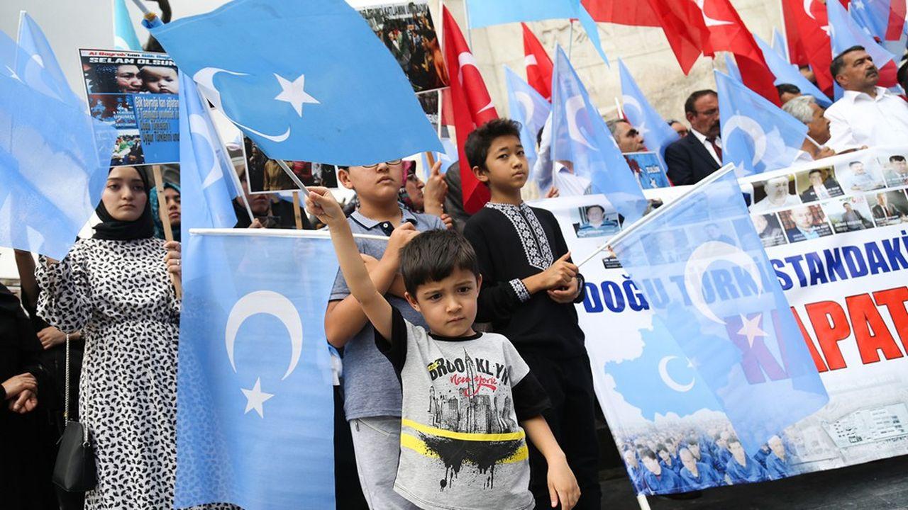 Depuis plusieurs mois, de nombreuses manifestations de soutien à la minorité musulmane ouïghoure sont organisées à travers le monde, comme ici à Ankara en juillet dernier.