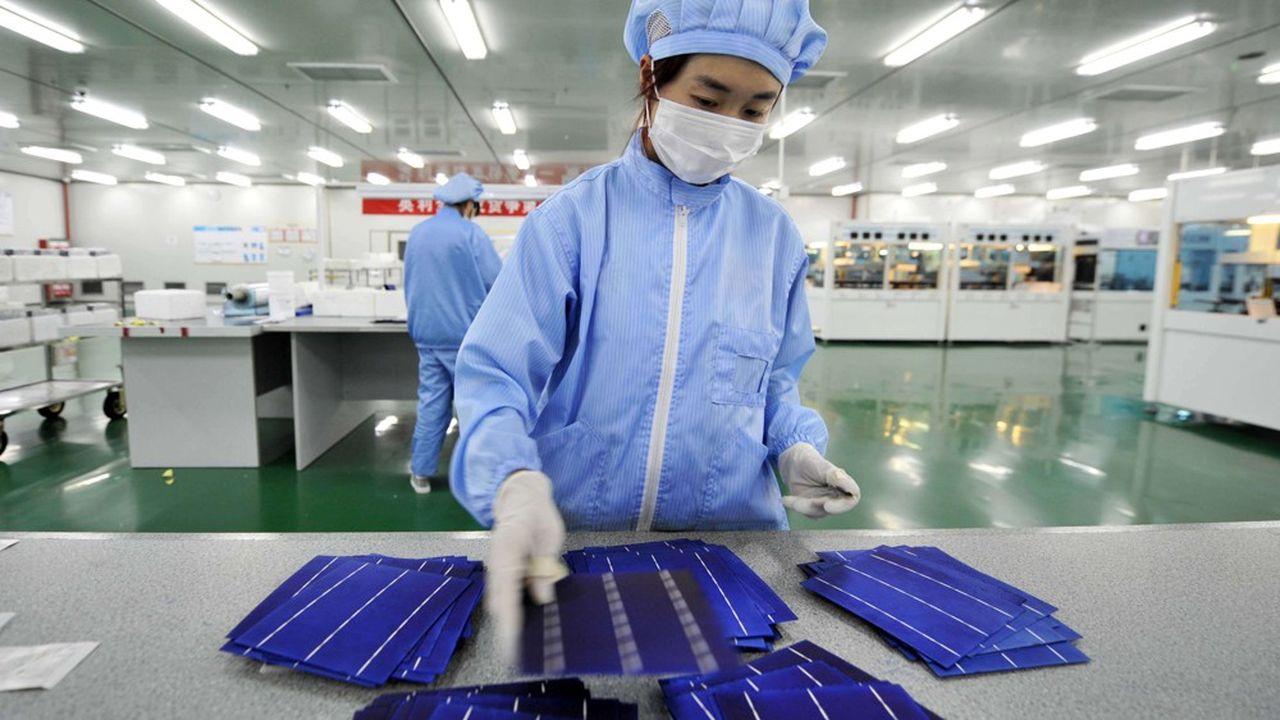 La Chine domine le marché du silicium, un composant essentiel à la fabrication des panneaux solaires.