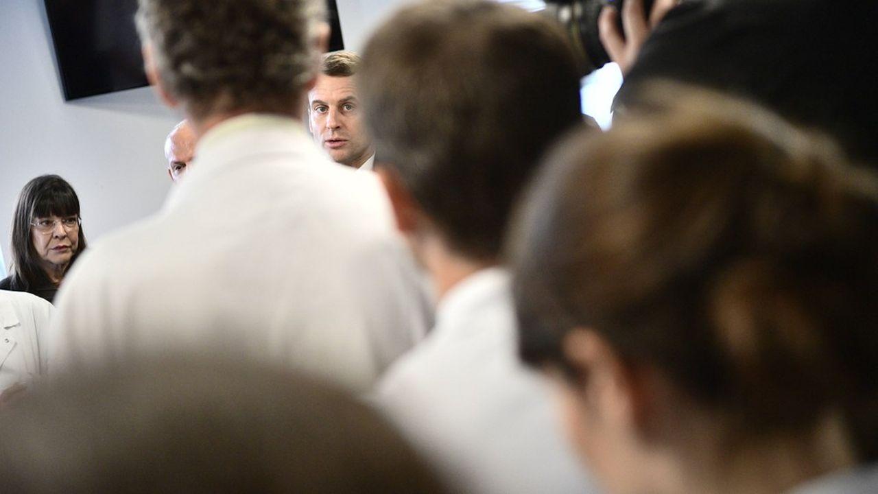 Emmanuel Macron lors de sa visite à l'hôpital de la Pitié-Salpétrière vendredi dernier.