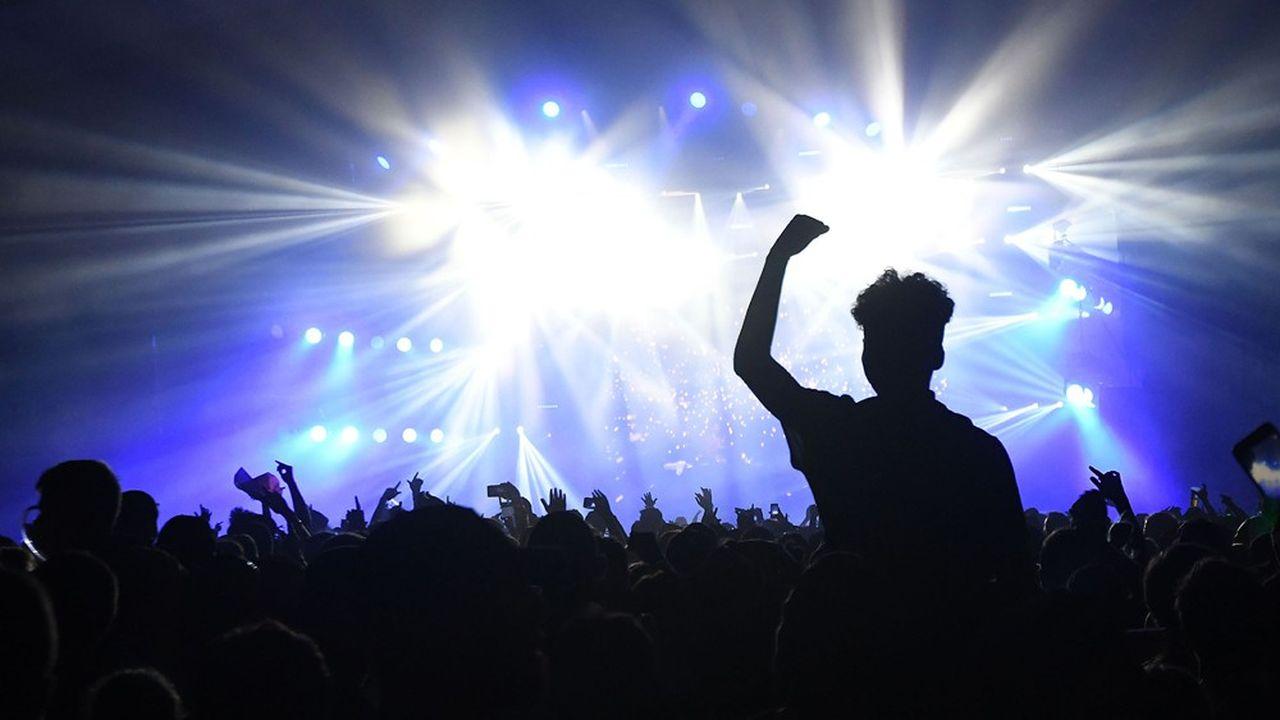 Les rassemblements de 5.000 personnes en milieu confiné sont temporairement interdits, ce qui impacte les spectacles dans nombre d'arenas et zéniths
