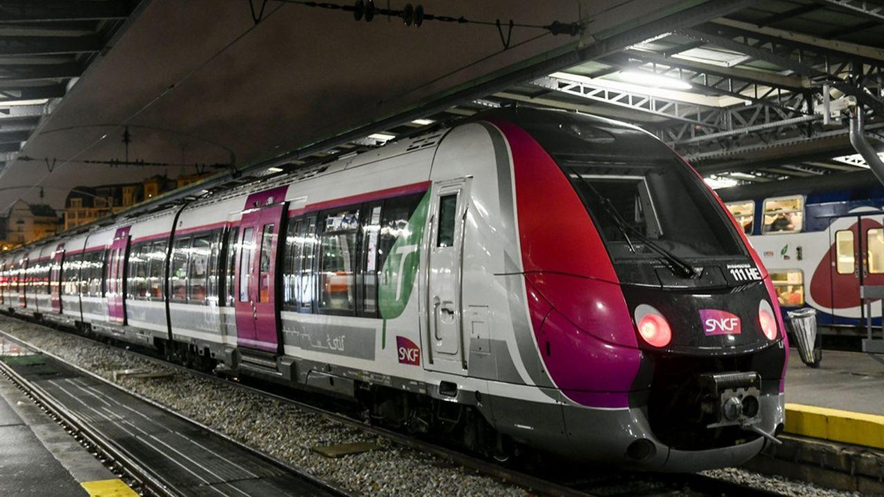 A la Gare de l'Est (Paris), un train Bombardier, sur le réseau ferroviaire Transilen de la région Ile-de-France.