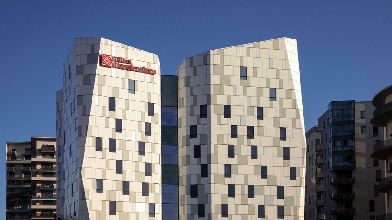 L'ouverture, en octobre dernier, d'un Hilton Garden Inn à Massy, illustre lavolonté du groupe hôtelier américain de se développer en région parisienne, et plus largement de se doter d'un réseau national en France. En déployant toujours plus de marques, Hilton accélère son développement et segmente davantage son offre.