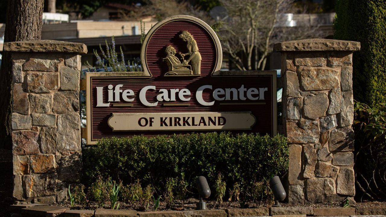 La psychose s'est emparée de la banlieue de Seattle, avec notamment un lycée entièrement désinfecté après que plusieurs élèves ont fréquenté le «Life Care Center» de Kirkland.