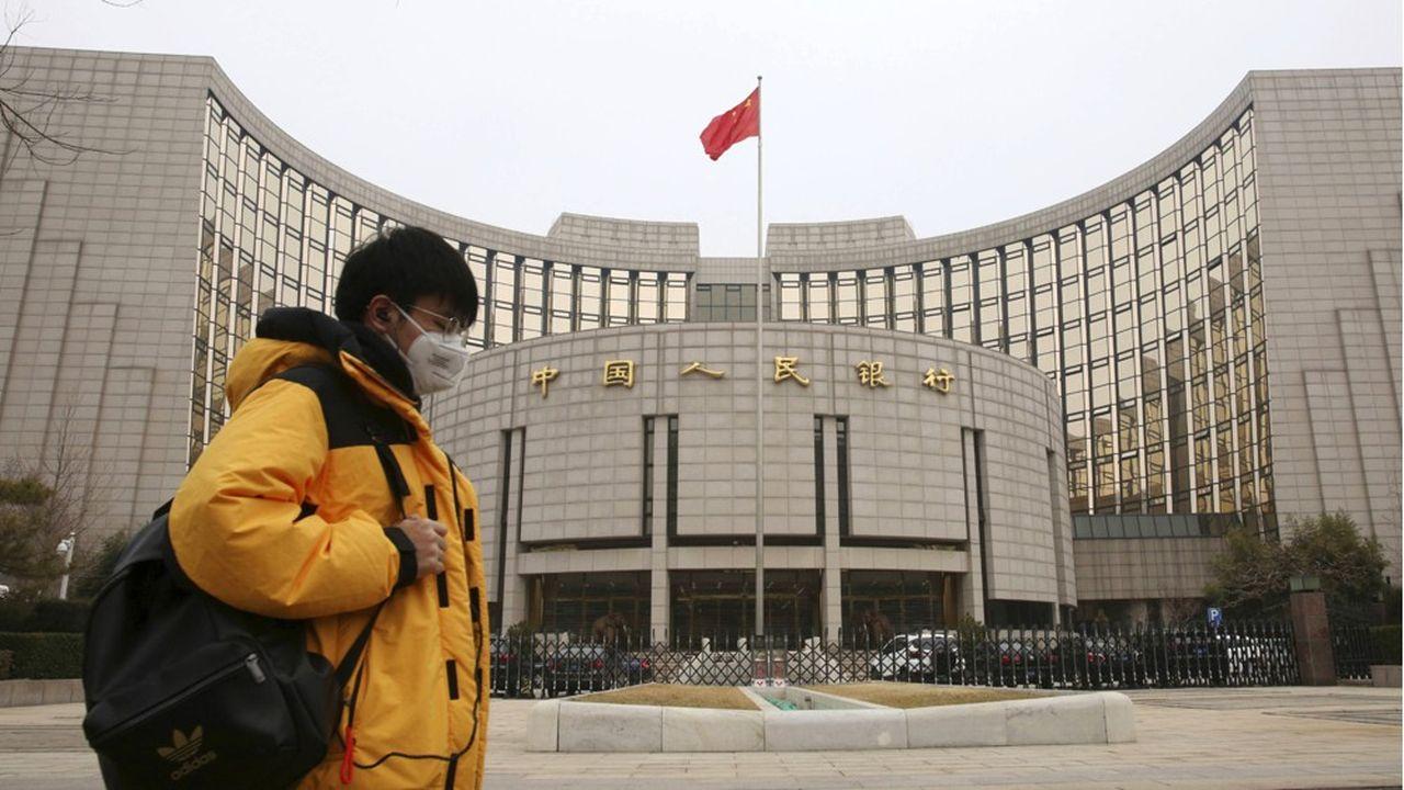 Face à la crise, la banque centrale chinoise a très vite réagi en utilisant une panoplie d'instruments monétaires et injectant plus de 200milliards d'euros de liquidités dans le système bancaire dans l'espoir de faciliter l'octroi de crédits et prêts spéciaux aux PME.