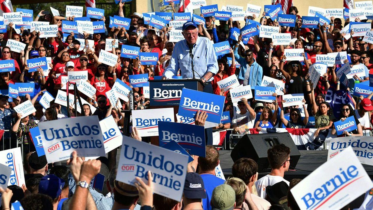 Le sénateur du Vermont, Bernie Sanders, parle à ses supporters lors d'un rallye à Los Angeles.