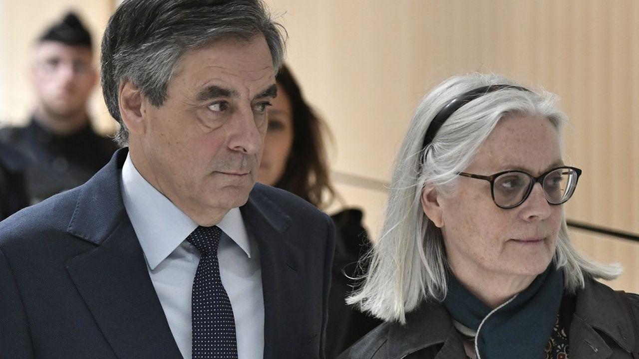 François Fillon et Penelope Fillon doivent s'expliquer longuement sur ce rôle d'assistante parlementaire pour lequel l'épouse de l'ex-Premier ministre a été payée sur fonds publics, à hauteur d'un million d'euros. (Photo by STEPHANE DE SAKUTIN/AFP)