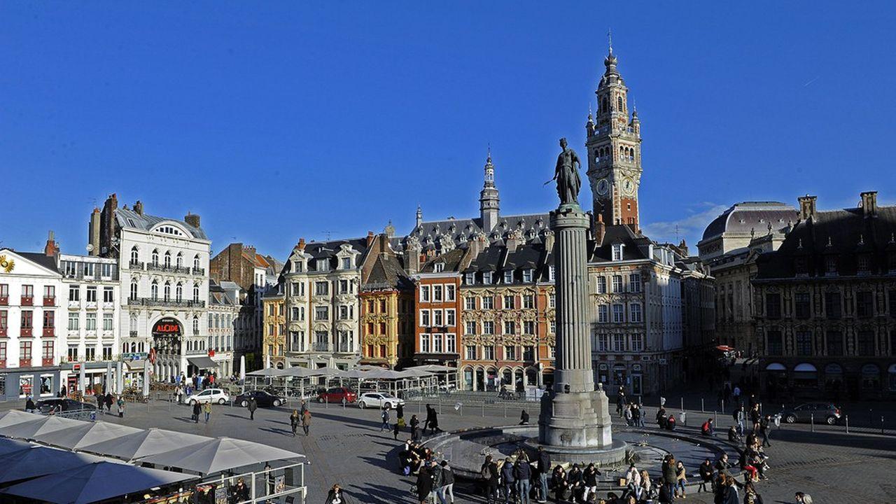 La maire socialiste sortante Martine Aubry, candidate à sa réélection à Lille, prometle recrutement de 50 policiers municipaux, tandis que la vidéosurveillance serait élargie. Un coût chiffré à 3,3millions d'euros par an par l'Institut Montaigne.