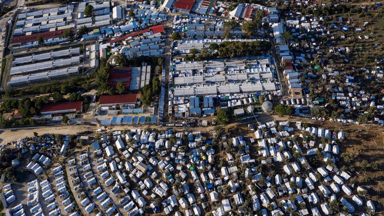 Le camp de Moria sur l'île de Lesbos, à quelques encablures de la Turquie, s'est étendu au fil des années et accueille aujourd'huiquelque 20.000 demandeurs d'asile.