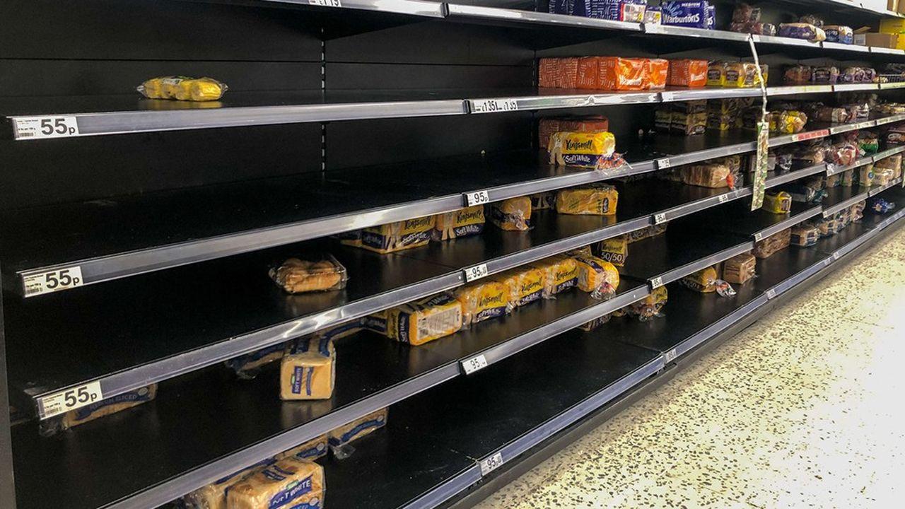 Les supermarchés britanniques, en particulier ceux situés dans des zones où des malades ont été recensés, ont dû faire face ces derniers jours à un pic de demande sur les denrées de première nécessité.