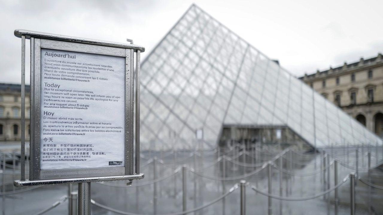 Le musée du Louvre est resté fermé dimanche et lundi en raison du droit de retrait de ses personnels.