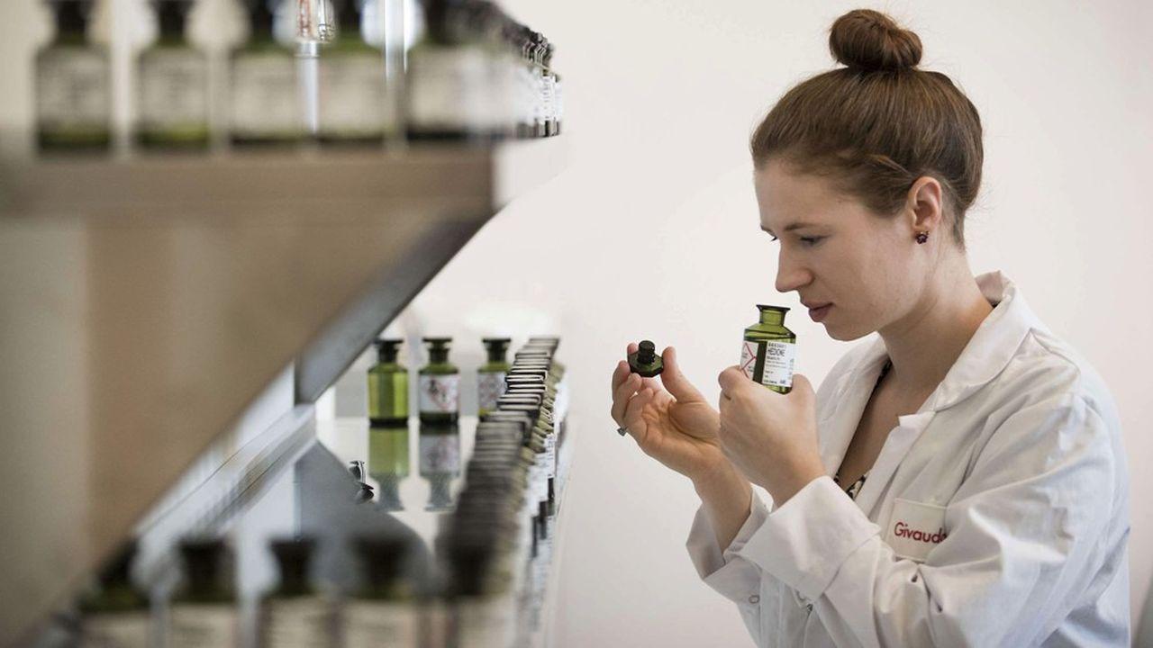 Sur ses 14.900 employés, Givaudan compte 150 nez et 400 aromaticiens, les créateurs des parfums et des goûts.
