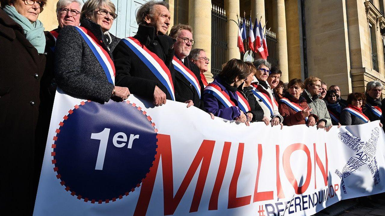 Les élus opposés à la privatisation d'ADP avaient fêté le passage de la barre symbolique du million de signatures.