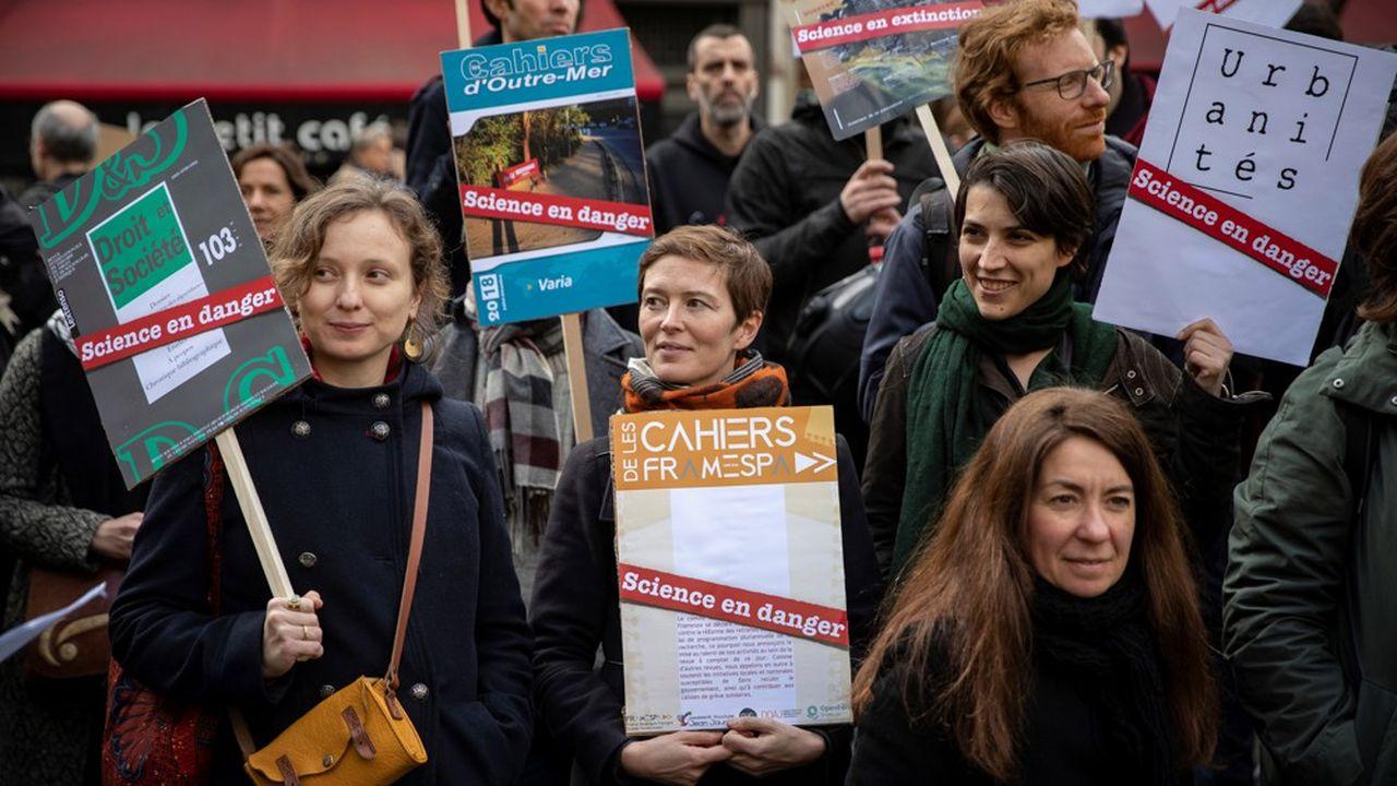 « A partir du 5 mars, nous disons stop », annonce la Coordination nationale des facs et labos en lutte qui appelle également à une manifestation dans le quartier latin à Paris. Selon elle, au moins 111 universités et écoles, 268 labos et 145 revues scientifiques sont impliqués dans le mouvement.