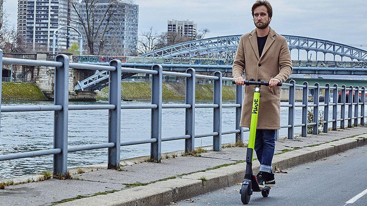 Les constructeurs automobiles veulent investir le champ de la mobilité urbaine avec les trottinettes.