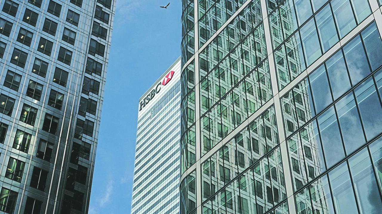 La plus grosse banque de l'Union, HSBC, a dû évacuer jeudi matin des dizaines de ses employés du pouls financier de Londres, au dixième étage de son immeuble de Canary Wharf.