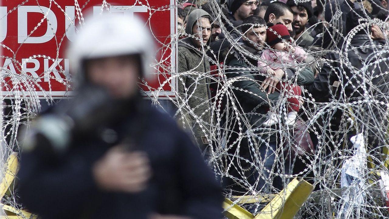Migrants et réfugiés à la frontière entre la Grèce et la Turquie, mars 2020.