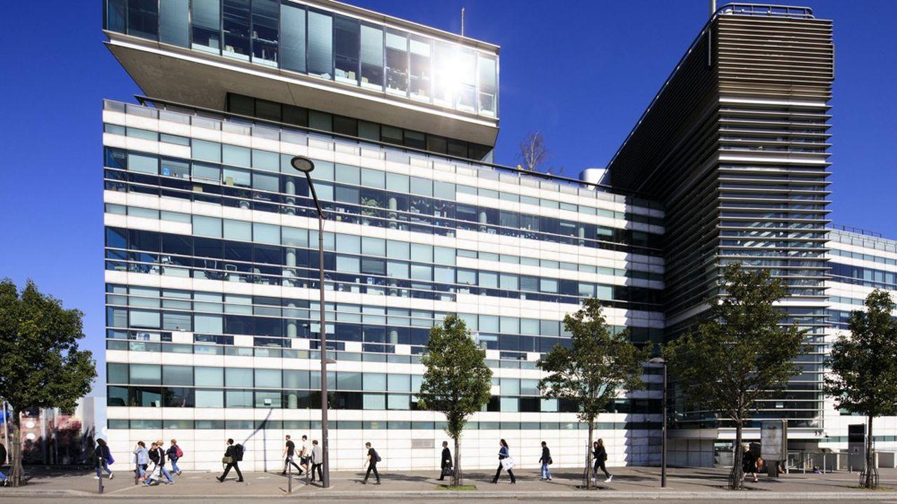 France Télévisons sera intégré dans une holding avec plusieurs groupes audiovisuels publics, dont Radio France.