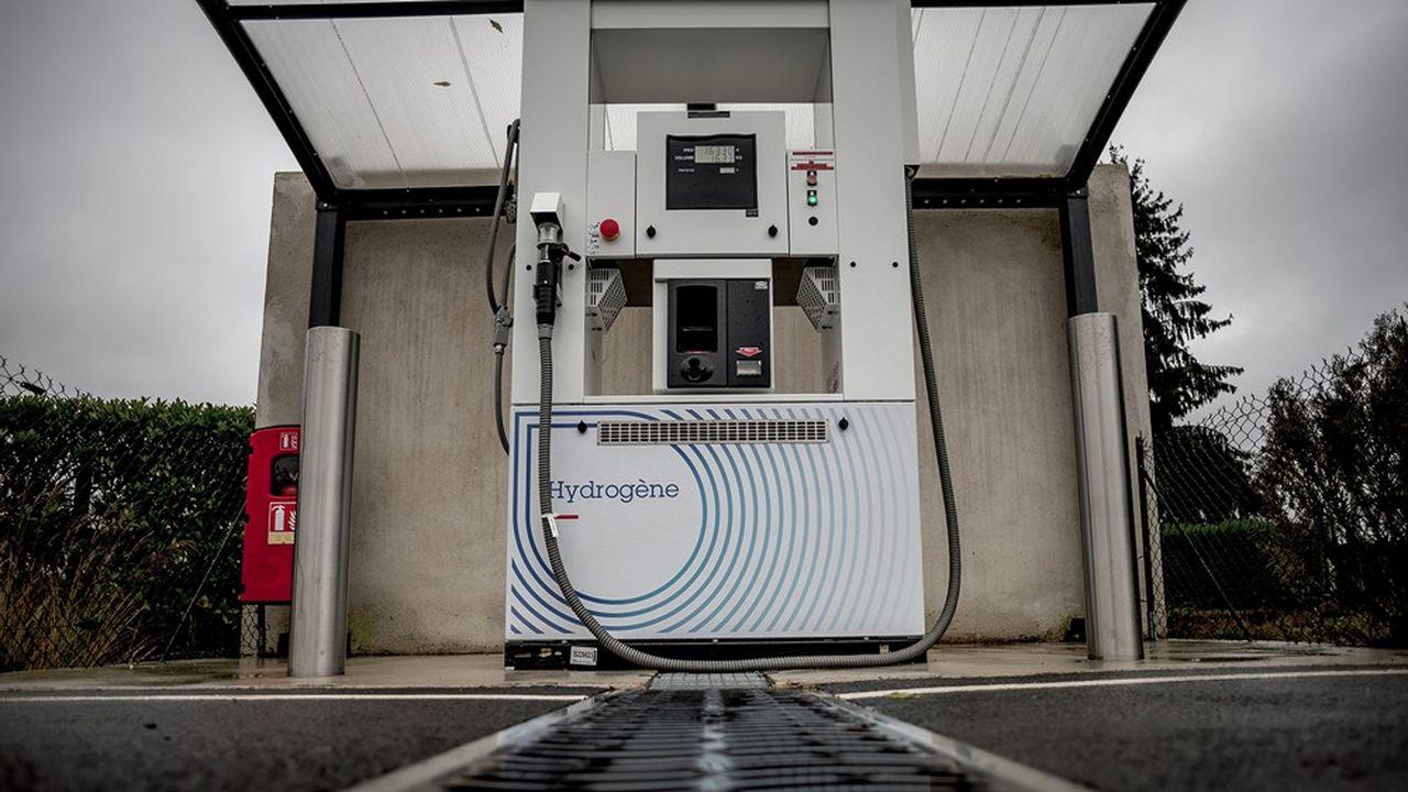 Produit par électrolyse de l'eau et n'émettant pas de CO2, ce nouveau carburant vert convainc de plus en plus de collectivités.