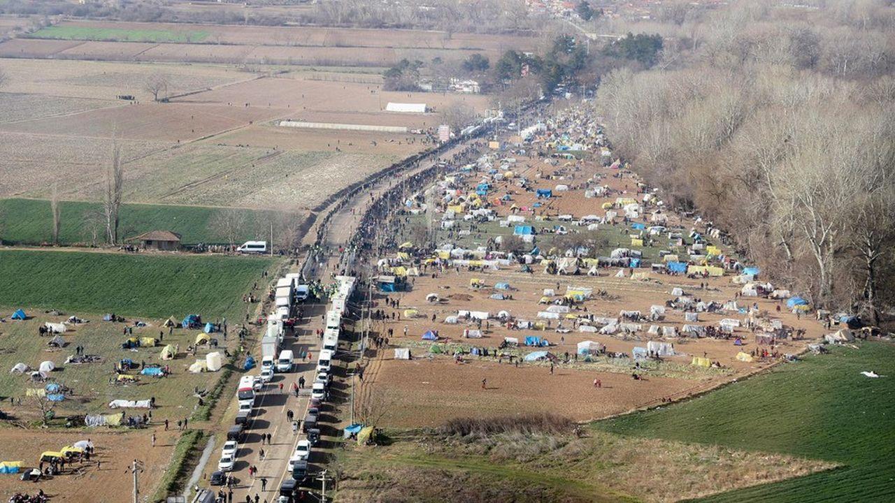 Environ 13.000 migrants se sont massés à la frontière turco-grecque, à Pazarkule, depuis une semaine, après l'annonce du président turcqu'il ne les retiendrait plus.