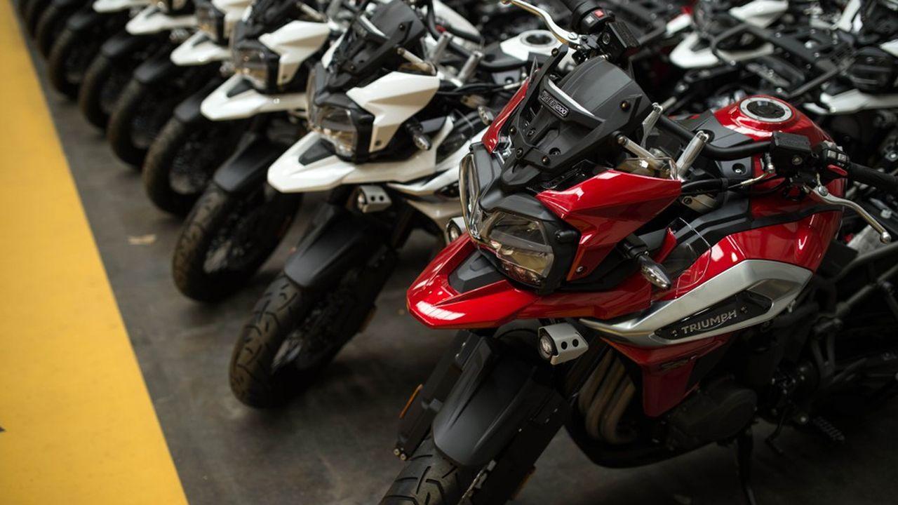 Des motos portant la griffe Triumph, garées près de la ligne d'assemblage à l'usine d'Hinckley.