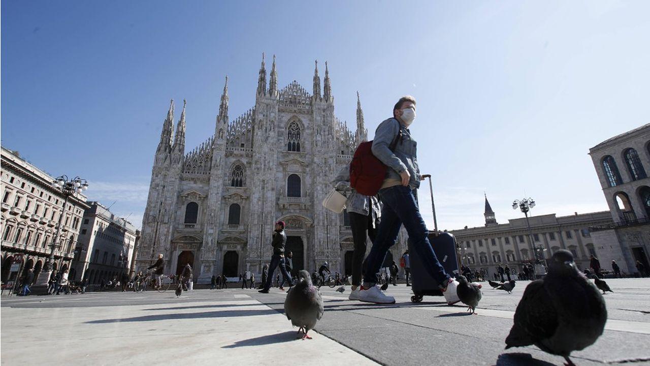 Les rues de Milan, la capitale de Lombardie, sont de plus en plus désertes.