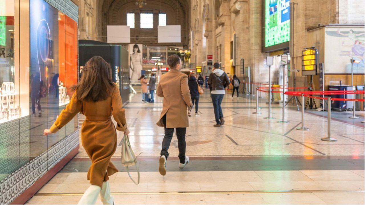 Des passagers se sont précipités à la gare centrale de Milan pour quitter la Lombardie avant l'application du décret sur la quarantaine.