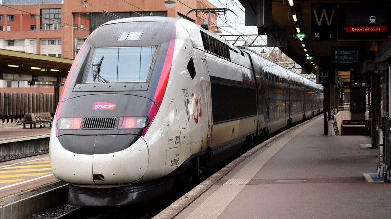 Tous les trains TGV et Intercités font l'objet d'un «nettoyage quotidien renforcé et minutieux depuis plusieurs jours déjà, afin d'éliminer au maximum les risques de contamination», indique la SNCF.